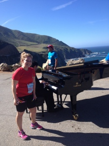Here I am with the piano player on the course. There was a woman taking photos of runners here.