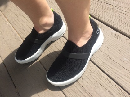 Gear Review  OOh… The OOFOS OOmg low shoes – She Runs by the Seashore c2ff3d4bb4e