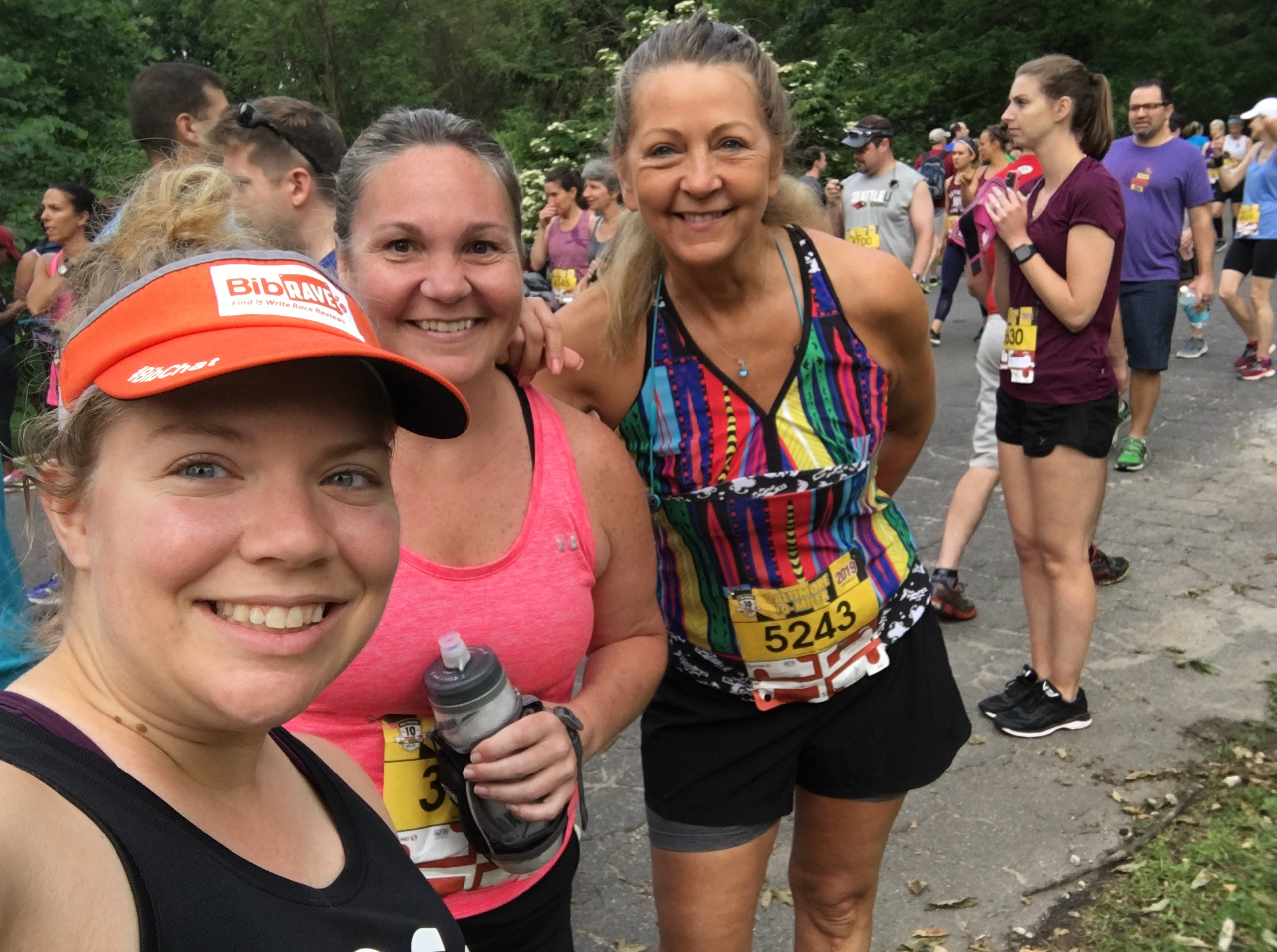 Vanessa, Valerie and Connie in a selfie before the race start.